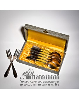 SILVER-PLATED SPOONS IN ORIGINAL BOX